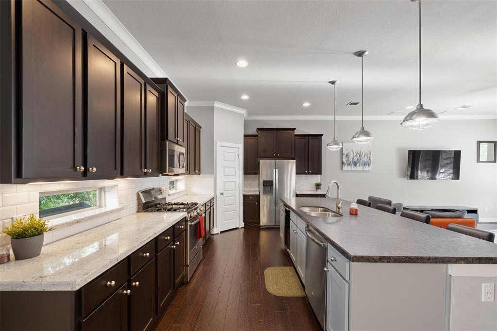 The family chef will enjoy the gas range, granite counter tops and excellent storage options.