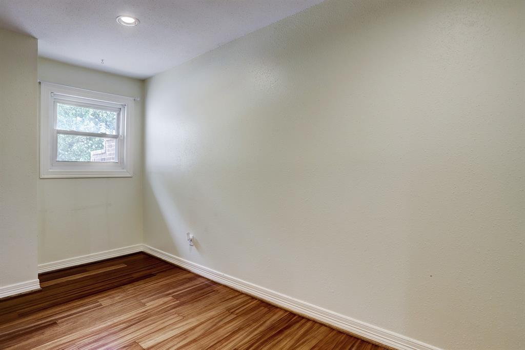 Large upstairs landing, room for a sitting area or desk.