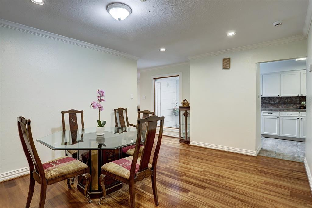Spacious dining area, perfect for family gatherings.