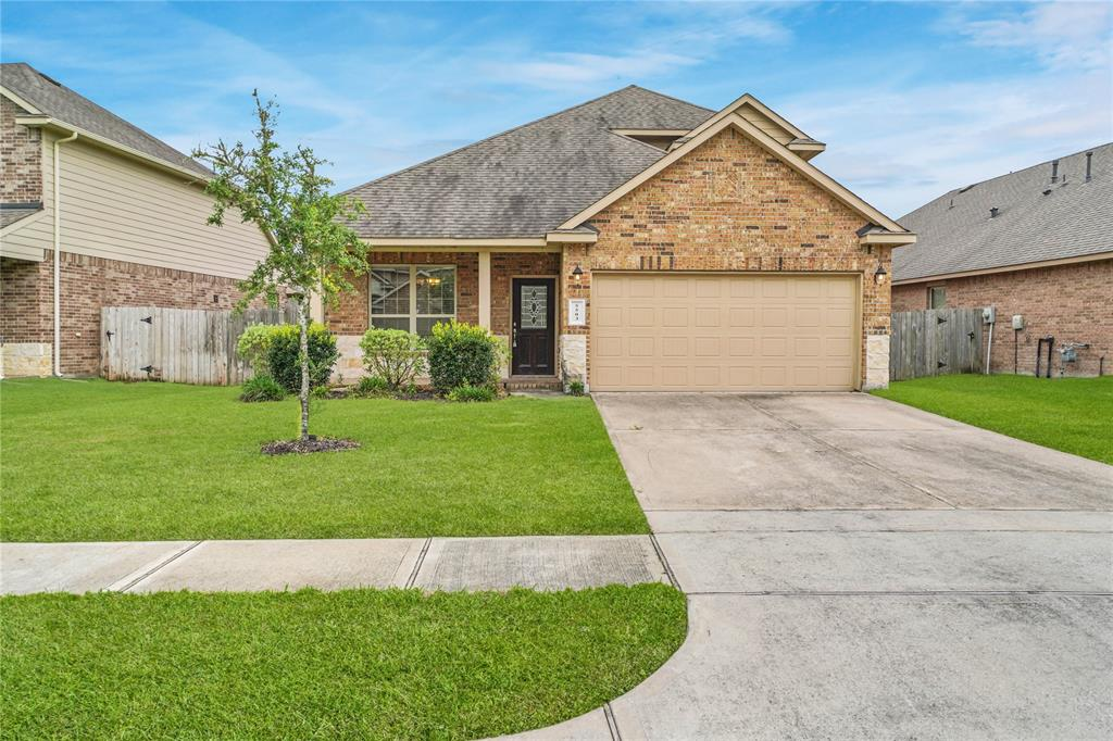 BEAUTIFUL 1.5 STORY AND 4 BEDROOMS AND 3 FULL BATHROOMS HOME. HUGE FAMILY ROOM  AND ONE BEDROOM WITH FULL BATHROOM UPSTAIRS. OPEN KITCHEN TO FAMILY ROOM GRANITE COUNTERTOPS AND ALL APPLIANCES ARE STAINLESS STEEL.  WHAT ARE YOU WAITING TO CALL THIS HOME.