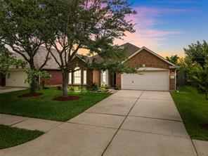 920 Schooner Cove Lane, League City, TX 77573