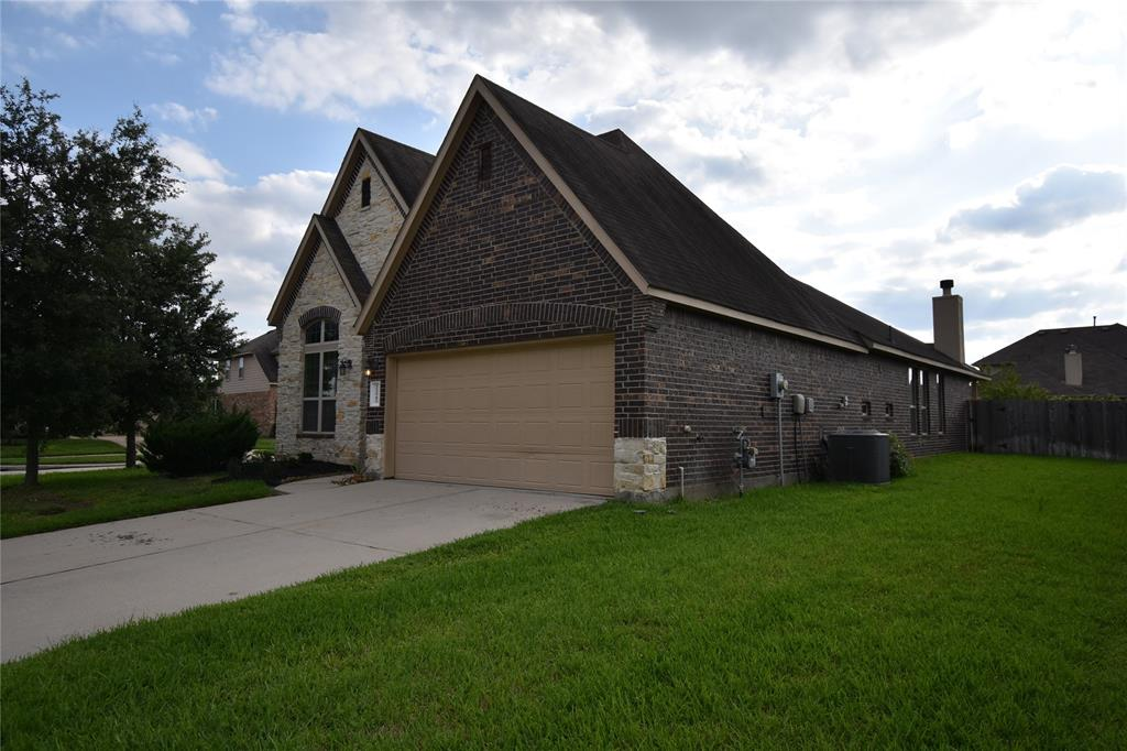 Cozy 3/2 house is convenient to I45 and the Grand Parkway. Less than 10 minutes from ExxonMobil, Southwestern Energy ABS and the HP campus. The large kitchen with breakfast bar and granite countertops is great for entertaining. The home boasts a large island kitchen with granite countertops and under cabinet lighting in addition to the electrical plugs being under the cabinets instead of on the backsplash, much more attractive. The living room is spacious with lots of light. Also there's a Covered patio and a large backyard.  The corner lot makes this home look great! The Market at Springwoods Village has grocery stores / restaurants which is convenient located within 3 miles. Zone to high ranked Klein isd. Please check the Zwink elementary if you have childrens.