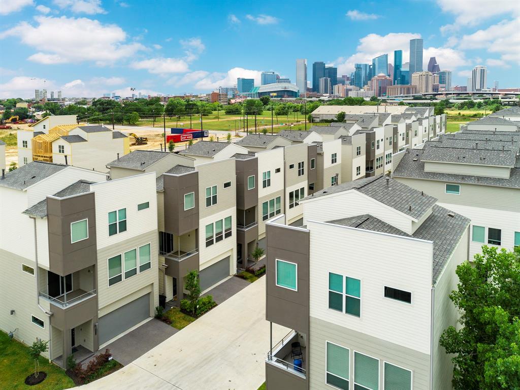 2711 Clinton Drive, Houston, TX 77020