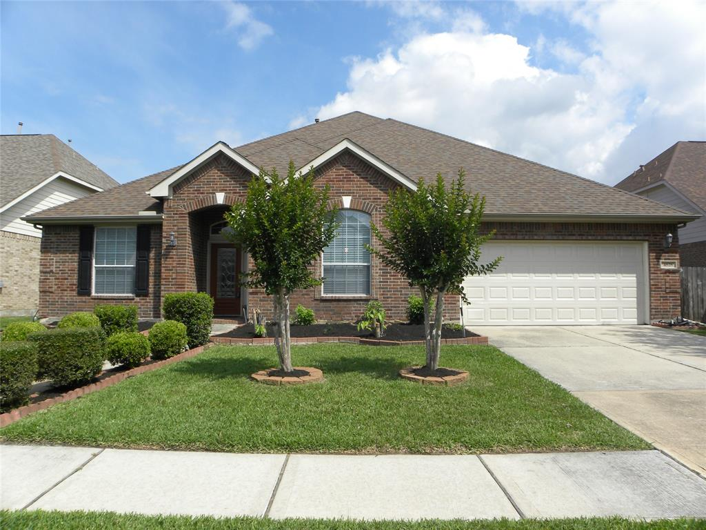 Beautiful bricks house with cover patio to lake view. Sales are included all bedroom sets, dining sets, Living room sets TV, sofas, furniture, accessories, washer, dryer, refrigerator, and more... come to see...