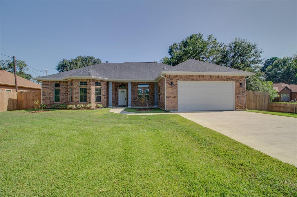 321 Ellis School Road, Highlands, TX 77562