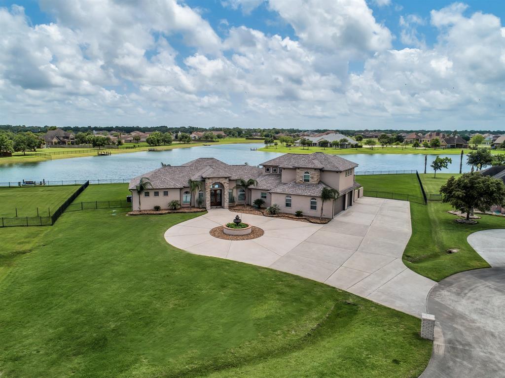 7026 Oak View Drive, Dickinson, TX 77539