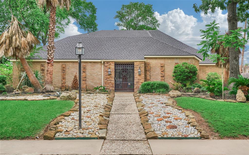 214 Briar Hill Drive, Houston, TX 77042