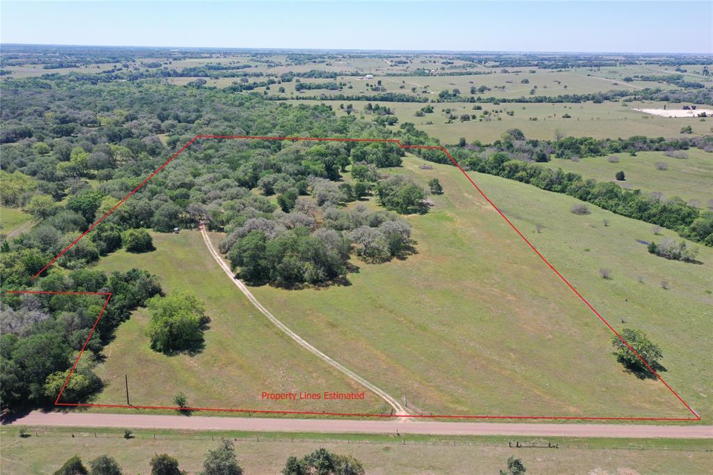 3704 S Knezek Road, Flatonia, TX 78941