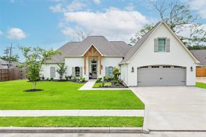 8204 Royal Oaks Drive, Lumberton, TX 77657