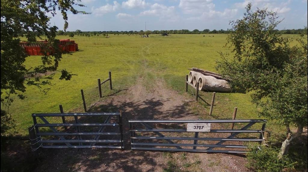 Location! Location! Location!  20 Acre Lot ready for you to build your home on.   Owner willing to split in 10 acres for 250K  Survey is for 20 acres if split will need to have new survey
