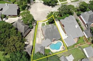 13915 Round Oak Court, Houston, TX 77059