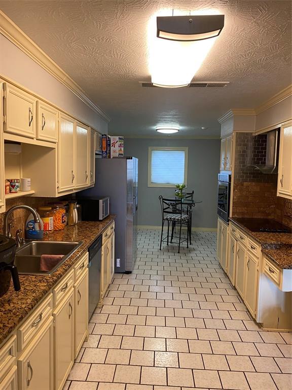 4148 Lakeshore Drive Drive, Port Arthur, Texas 77642, 4 Bedrooms Bedrooms, 12 Rooms Rooms,2 BathroomsBathrooms,Single-family,For Sale,Lakeshore Drive,57134724