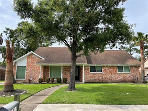 918 Hollow Tree Street, La Porte, TX 77571