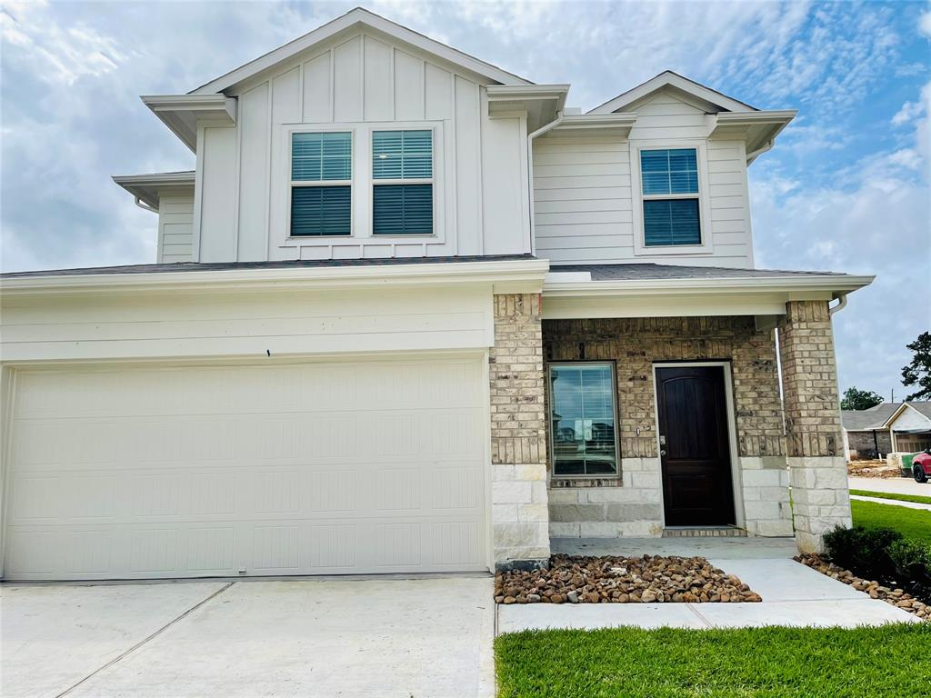 MOVE IN READY!  Brand new home on a corner lot. 4 Beds/ 2 Baths/ 1 half Bath. Open concept and high ceilings. Master bedroom downstairs. Great backyard with cozy porch. FRIDGE INCLUDED!  Is on a quiet neighborhood with a beauty community pool.