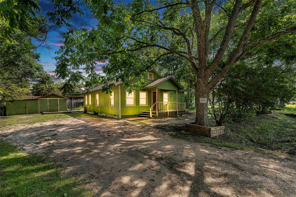 62 County Road 3992, Cleveland, TX 77328