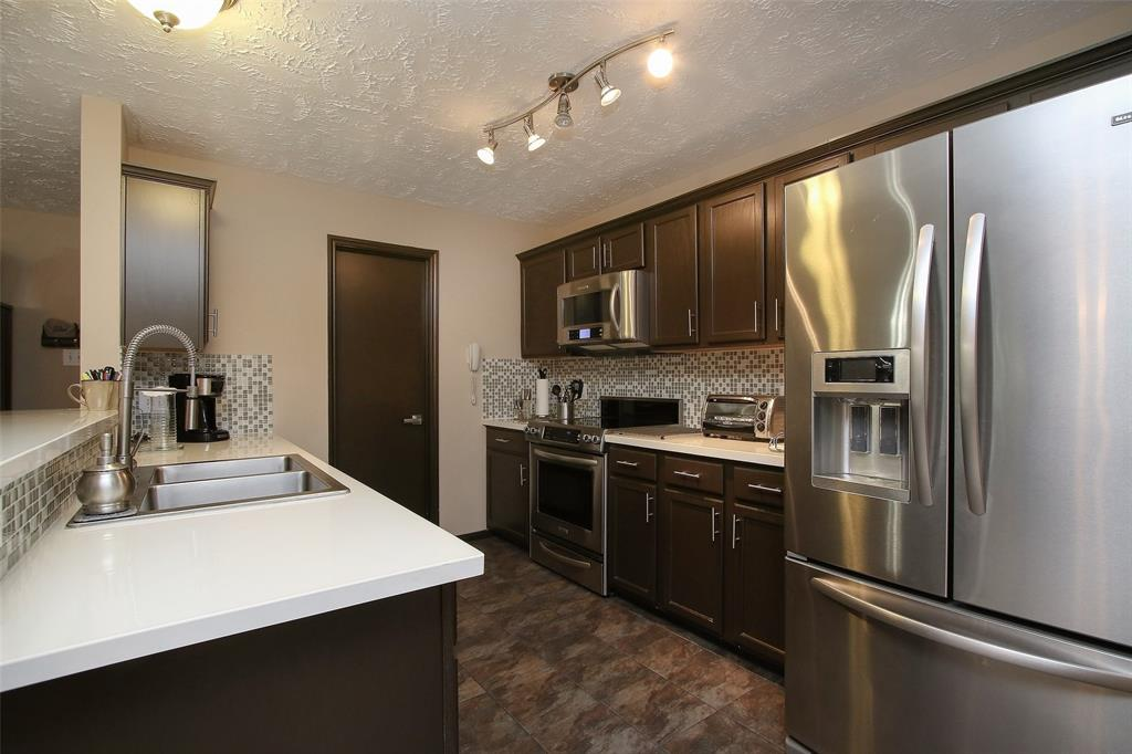 FURNISHED ** 2 BED 2 BATH ON SECOND FLOOR. This  condo is upgraded and impeccable. Stainless steel appliances, Fully stocked kitchen, furnishings, linens, washer & dryer. Close to shopping center walking distance to park & pool and zoned to THE WOODLANDS EXEMPLARY SCHOOLS.