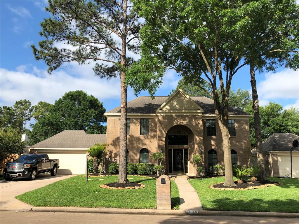 Beautiful Home!!!! In the quiet and desirable neighborhood in Memorial Northwest, minutes from Vintage park, businesses, entertainment areas, Willowbrook Mall, and The Woodlands. The perfect combination of Luxury and Comfort. All 4 bedrooms upstairs, two bathrooms upstairs and a half bathroom downstairs.