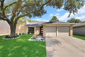 725 Canyon Springs Drive, La Porte, TX 77571