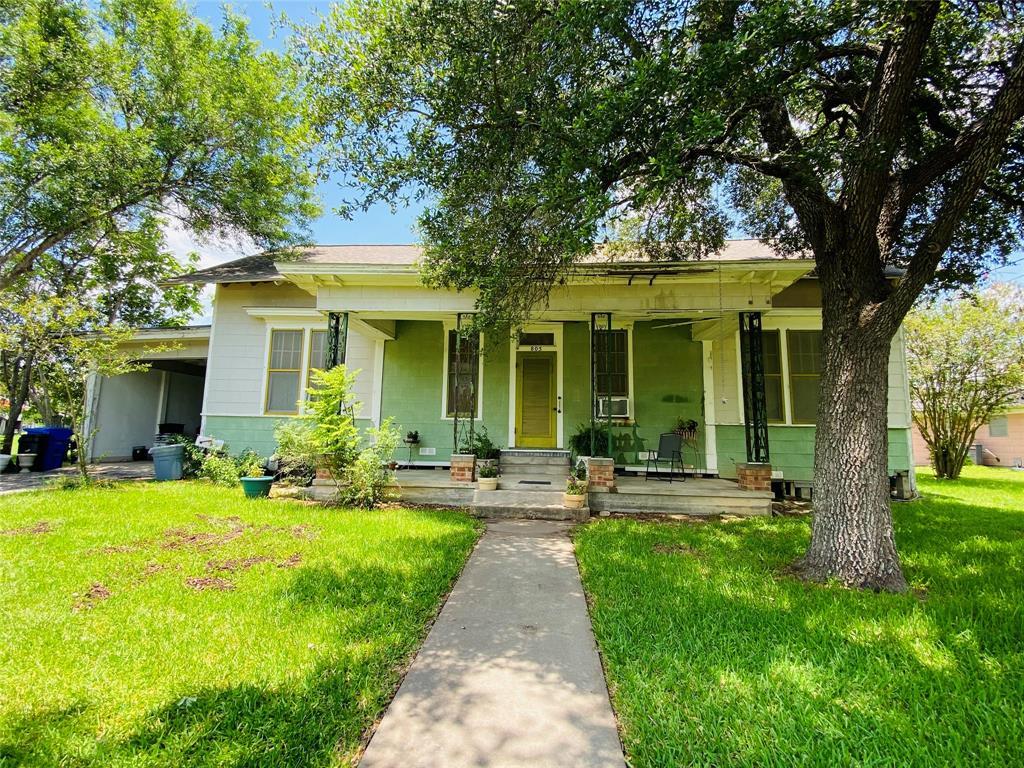 805 Hopkins Street, Yoakum, TX 77995
