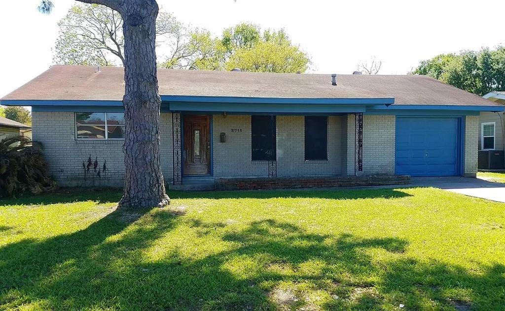2711 Oleander Lane, Groves, TX 77619