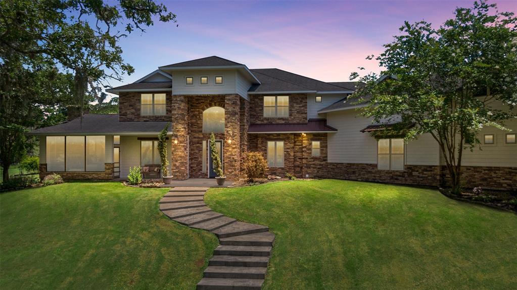 1060 Yaupon Creek Estate, Columbus, TX 78934