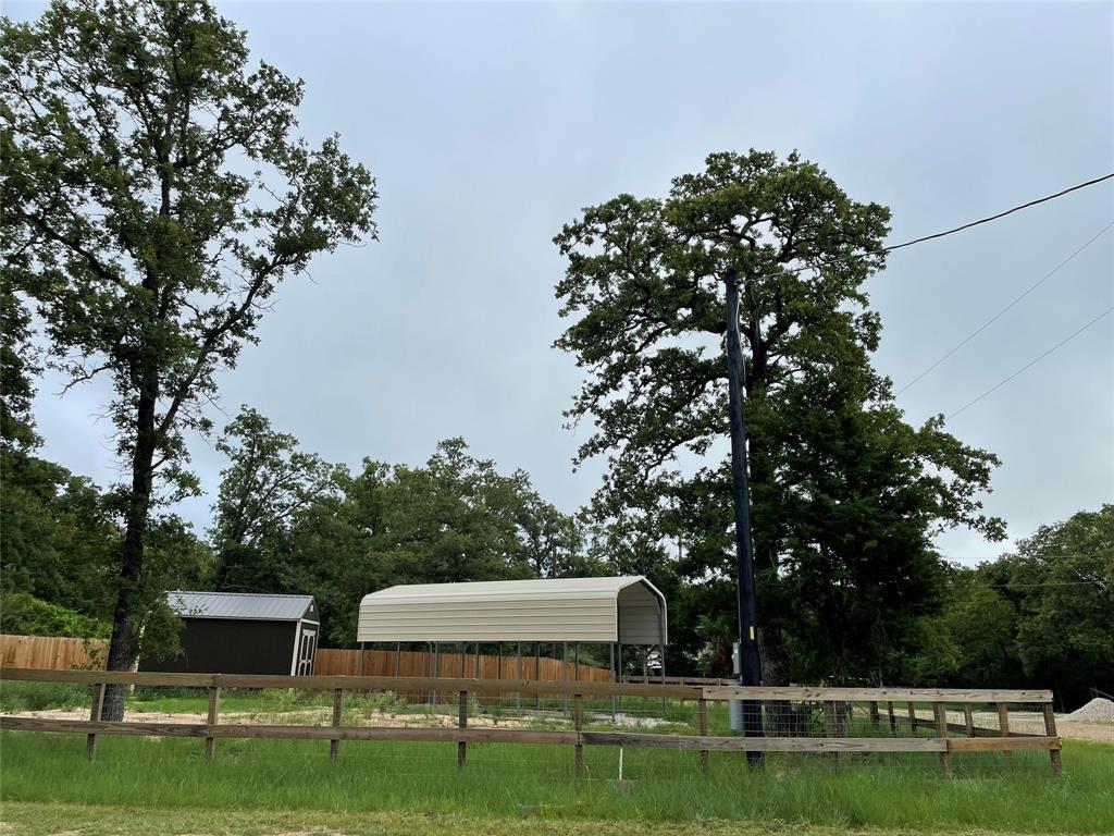 301 Oak Glen Circle, Somerville, TX 77879
