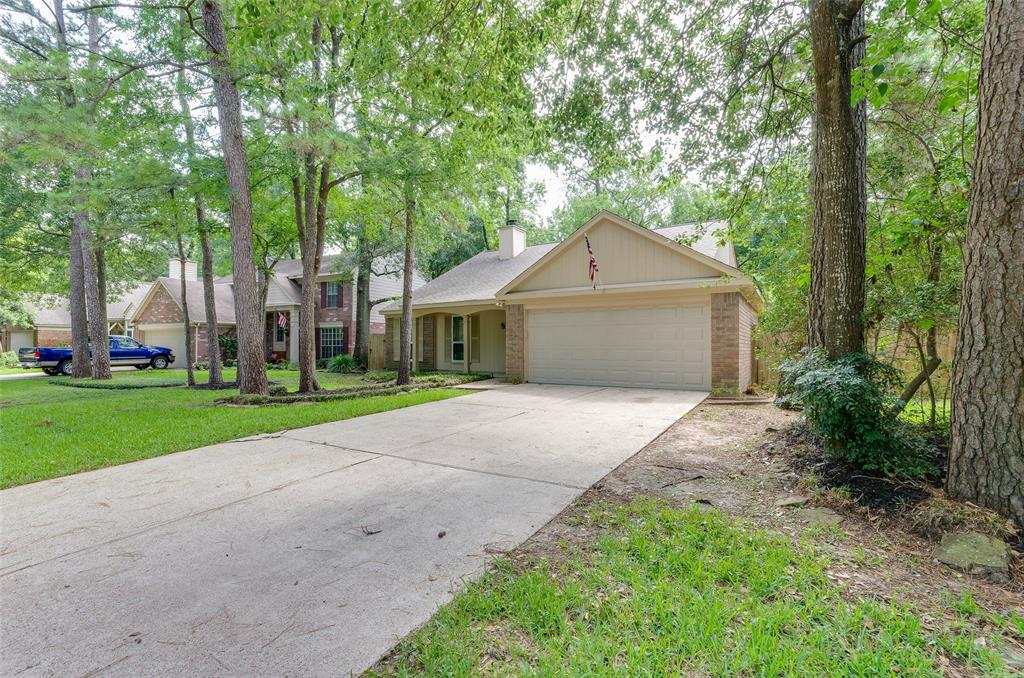 ADORABLE 1 STORY IN COCHRAN'S CROSSING - 3/2/2 W/UTILITY ROOM IN HOUSE - FENCED YARD. THIS HOME HAS 2 EATING AREAS AND 1 LARGE LIVING AREA - GAS LOG FIREPLACE - CONVENIENT TO SCHOOLS, THE WOODLANDS MALL, HARDY TOLL ROAD AND THE EXXON CAMPUS  NO PETS ALLOWED - NOT EVEN A LIZARD .... TENANT WILL NEED TO FURNISH THEIR OWNER WASHER, DRYER AND REFRIG LAWN MAINTENANCE IS TENANT'S RESPONSIBILITY AVAILABLE 7/05/21