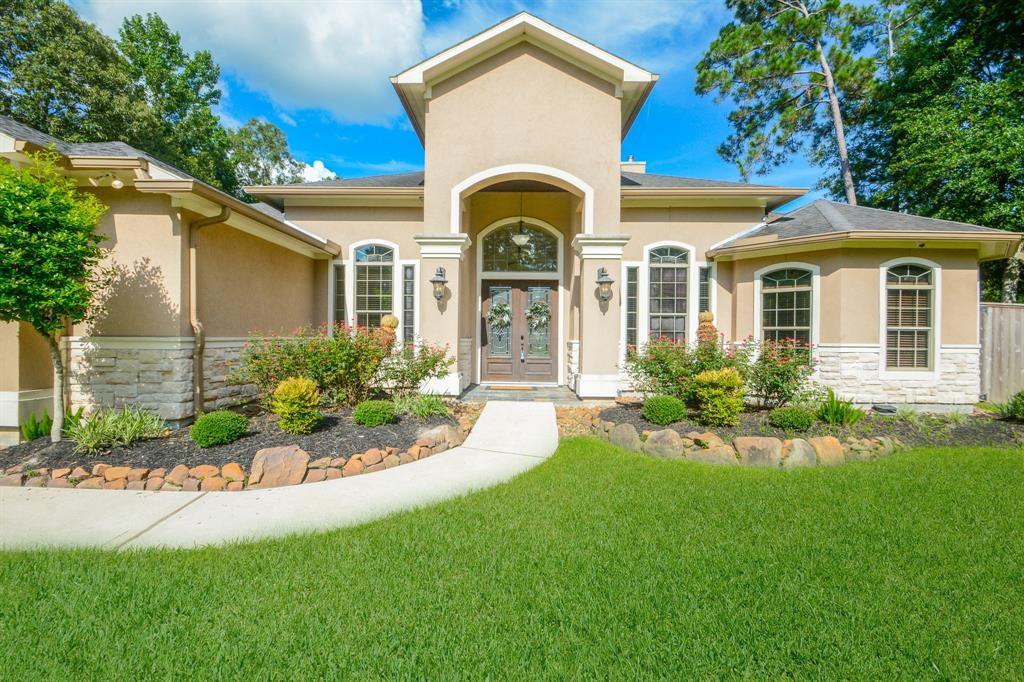 Outstanding home w/lush green landscape, sweeping driveway, formal foyer, & plenty of upgrades. Dramatic coffered ceilings, custom palette, upgraded lighting, beautiful tile floors, wet bar w/a wine rack, & an impressive fireplace in the formal living room or game room. Exquisite formal dining room. Custom family room entertainment center, lots of natural light, recessed lighting, & ceiling fans. Gorgeous chef's kitchen features granite counters, ss appliances, tile backsplash, pantry, & plethora of handsome wood cabinetry. Perfect home for entertaining inside & out. Generous size bedrooms, ample closets, plush carpet, large laundry room w/storage cabinets, & upscale baths. The grand primary bedroom boasts a private en suite w/granite counters, jetted tub, & a custom walk-in closets. Enjoy the backyard covered paver patio w/a fireplace, wood ceiling, & TV. Plenty of room for a pool, garden or toys. Take a tour before its gone!
