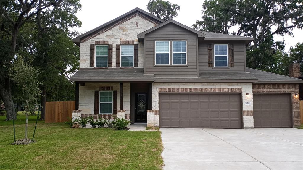 232 Woodhaven Drive, West Columbia, TX 77486