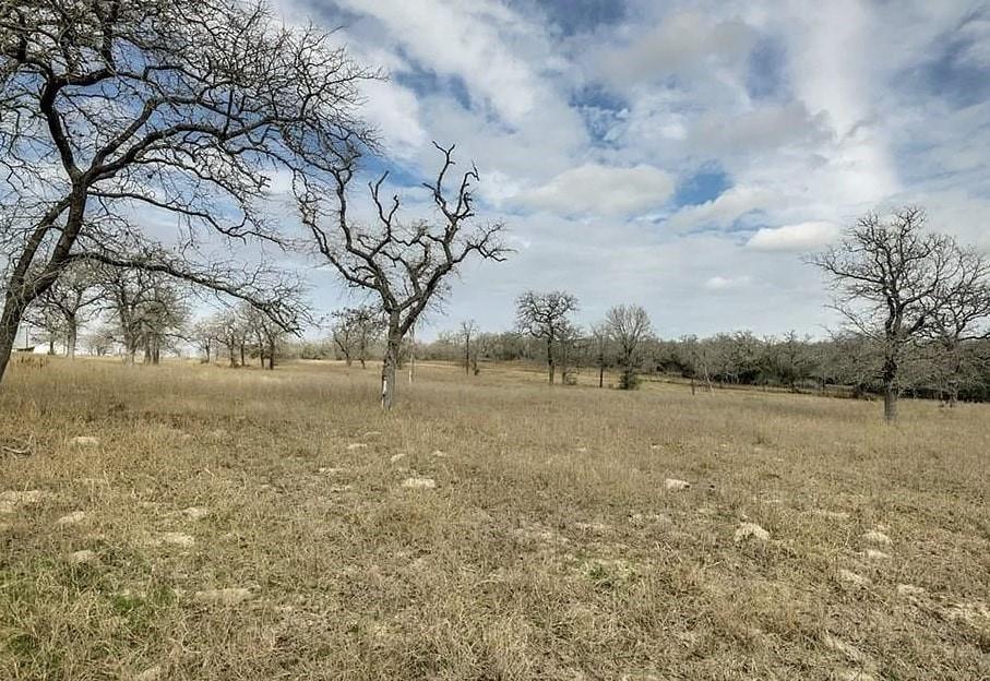 000 Powder Ridge, Luling, TX 78648