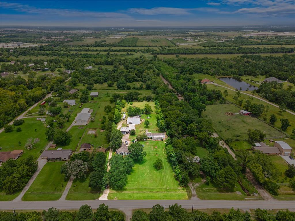 1015 E Archer Road, Baytown, TX 77521