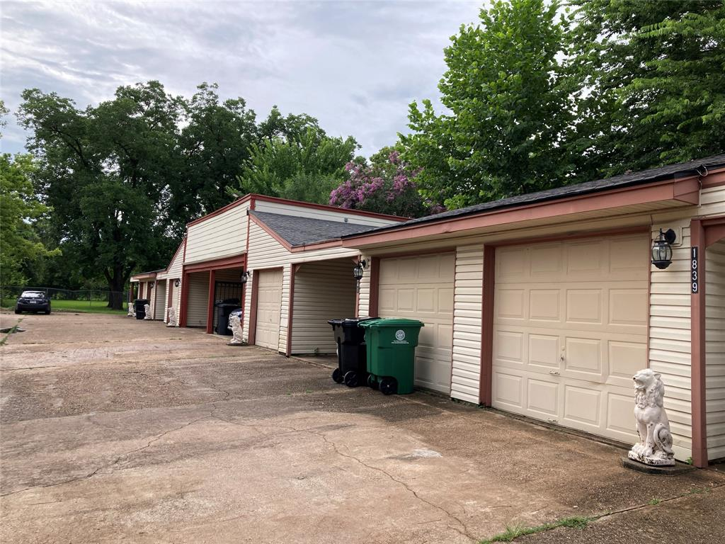 1839 Sherwood Forest Street, Houston, TX 77043