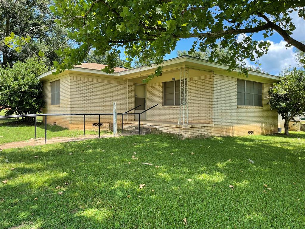 210 N Love Street, Oakwood, TX 75855