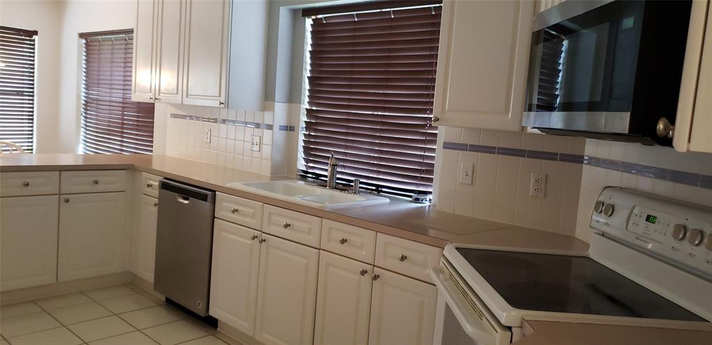 310 Vantage Pointe Circle, League City, Texas 77573, 3 Bedrooms Bedrooms, 9 Rooms Rooms,2 BathroomsBathrooms,Single-family,For Sale,Vantage Pointe,40439931