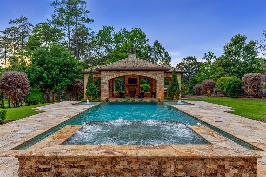 7 Lace Point, The Woodlands, TX 77382