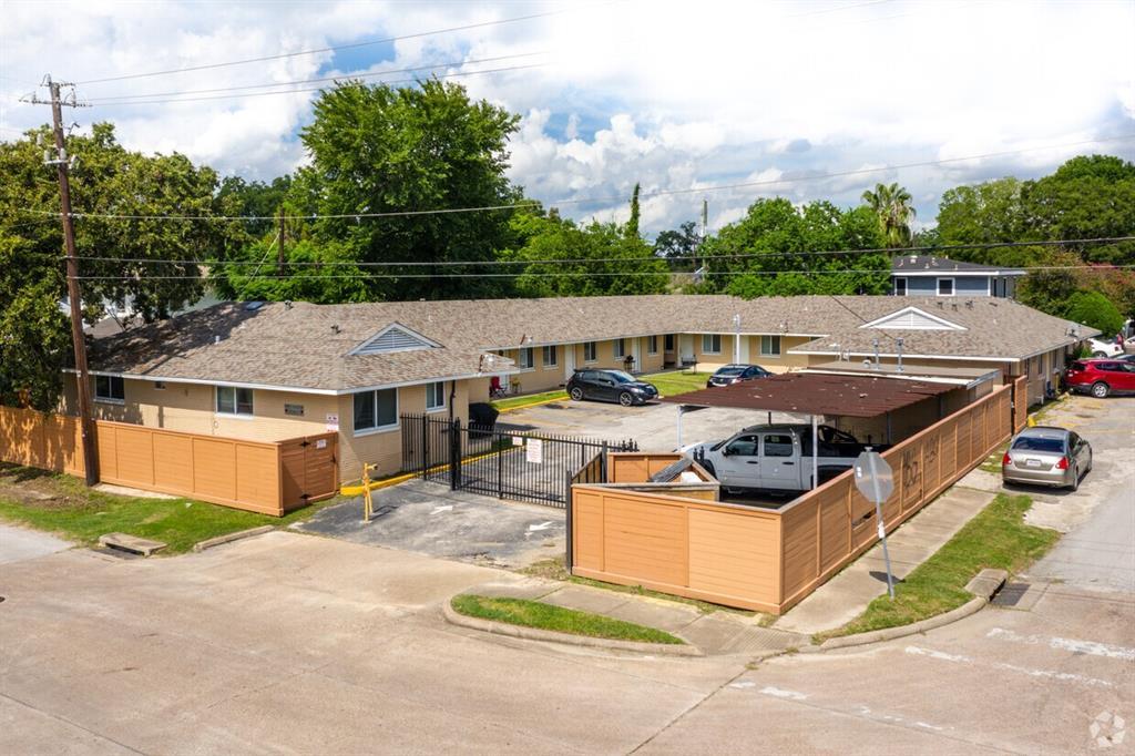 7707 Glover Street, Houston, TX 77012
