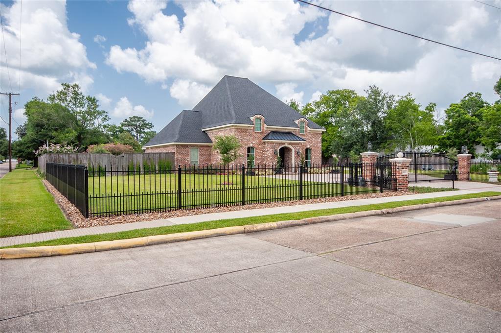 1613 Sam Houston Street