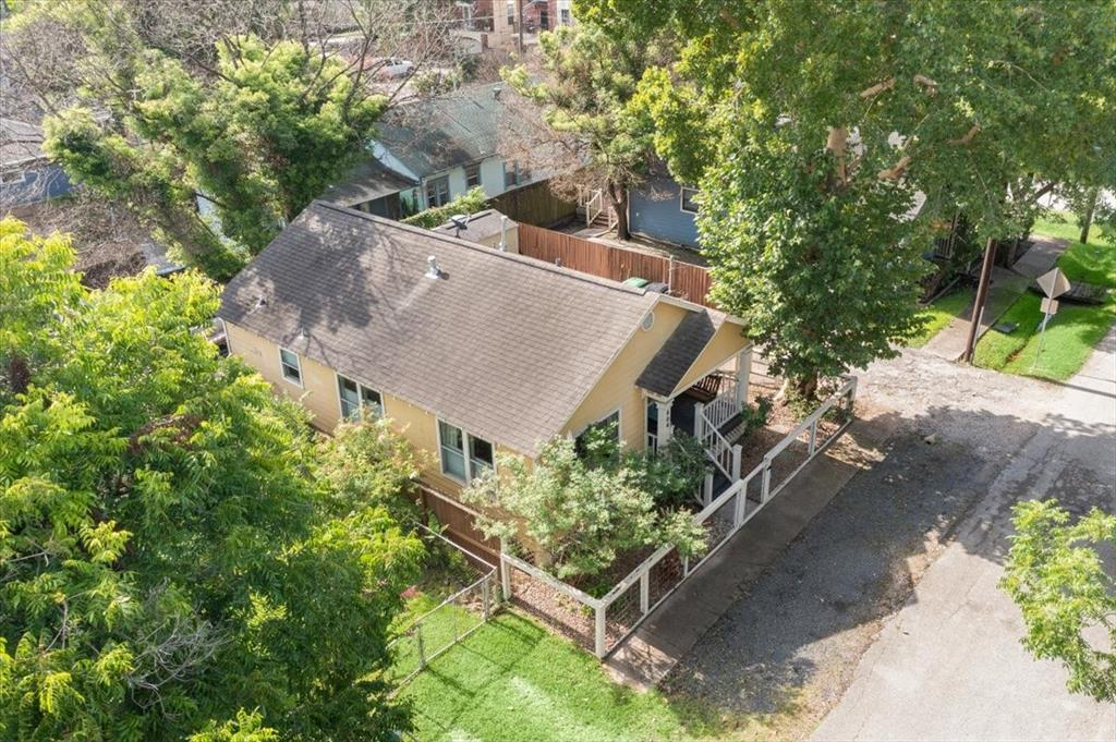 Aerial view of 604 Archer. Trees everywhere!