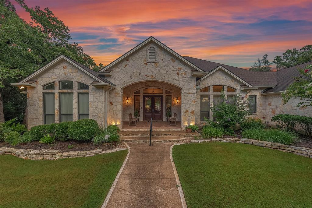 6255 Los Robles Drive, College Station, TX 77845