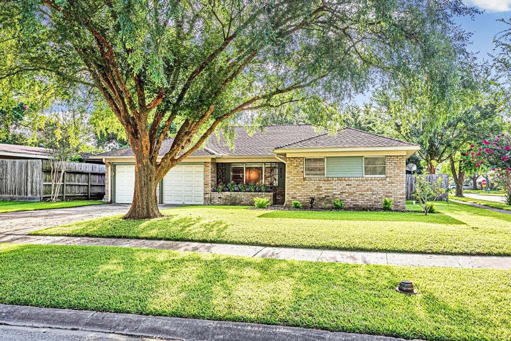 8829 Robindell Drive, Houston, TX 77074