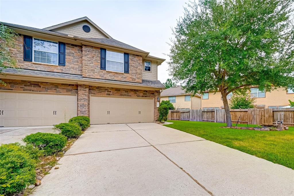 Beautiful townhome in the Sterling Ridge community of The Woodlands near parks, golf courses, and more. This ideal cul-de-sac location is also just minutes to I-45, great restaurants and nearby schools.  Enjoy the open floor plan with kitchen, family, and breakfast room areas perfect for entertaining. Spacious bedrooms are located upstairs along with a bonus flex space for studying, officing or playing. The primary suite bath boasts a deep soaking tub, glass encased shower, granite dual vanity, and walk-in closet. Outdoors, enjoy a great space for play, entertaining or bbq'ing with guests. Don't miss this opportunity to enjoy all this gorgeous home has to offer!