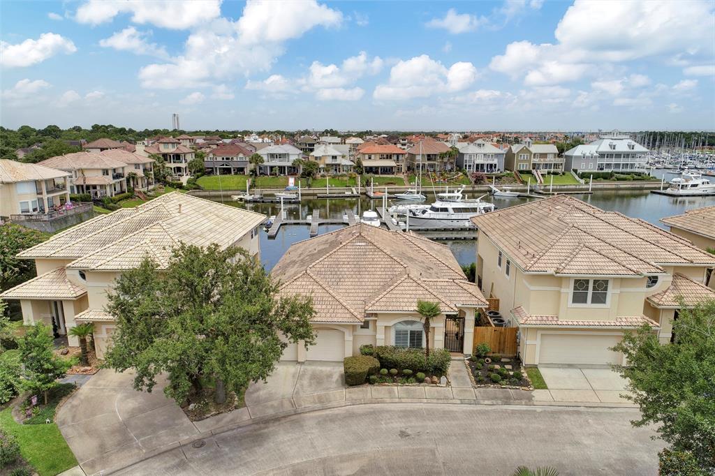 321 Harborside Circle, Kemah, TX 77565