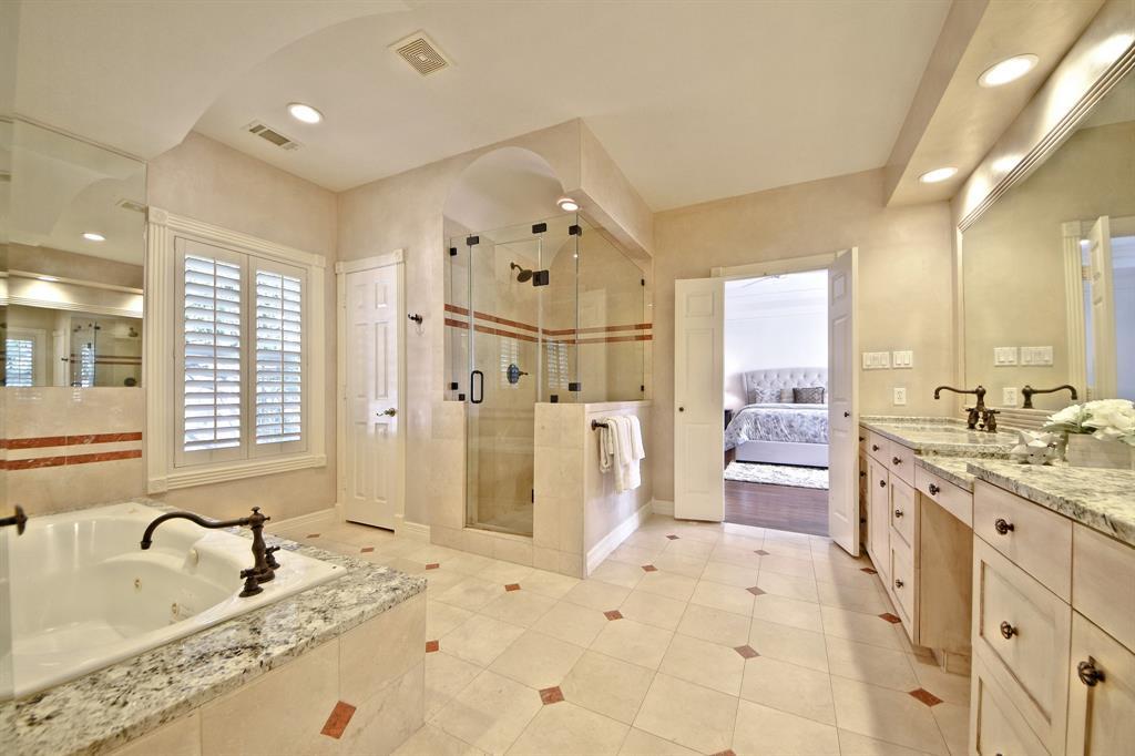 1211 Nantucket Drive, Houston, Texas 77057, 4 Bedrooms Bedrooms, 8 Rooms Rooms,4 BathroomsBathrooms,Single-family,For Sale,Nantucket,88237360