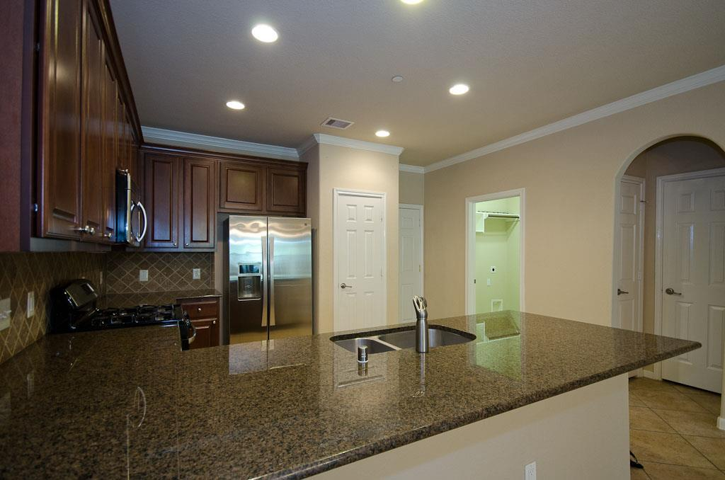 ***CONROE ISD (The Woodlands Schools)***(NO PETS)  *** ALL BEDROOMS UP *** 3 BEDROOMS ***2.5 BATHROOM **WASHER,DRYER,REFRIGERATOR. . Located in Sterling Ridge, this well maintained townhome was designed with perfect tastes.  Soft interior finishes, light and bright.  Kitchen and dinning combo, granite countertops, plenty of cabinets for storage, island kitchen. All bedrooms up, walking distance to Deretchin Elementary.