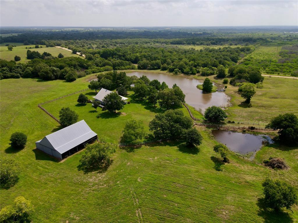 5154 County Road 240, Waelder, TX 78959