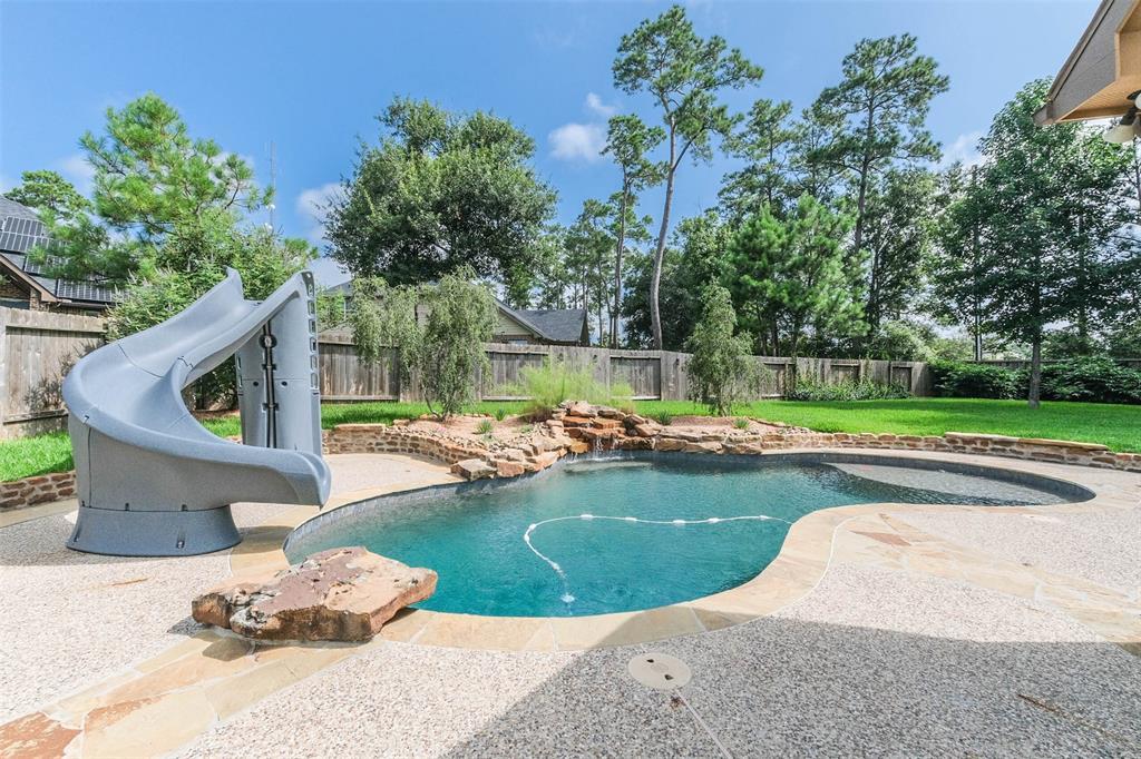 206 Spring Creek Court, Pinehurst, TX 77362