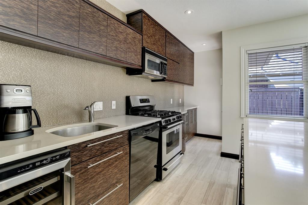 There is excellent cabinet space in this kitchen, so smartly designed.