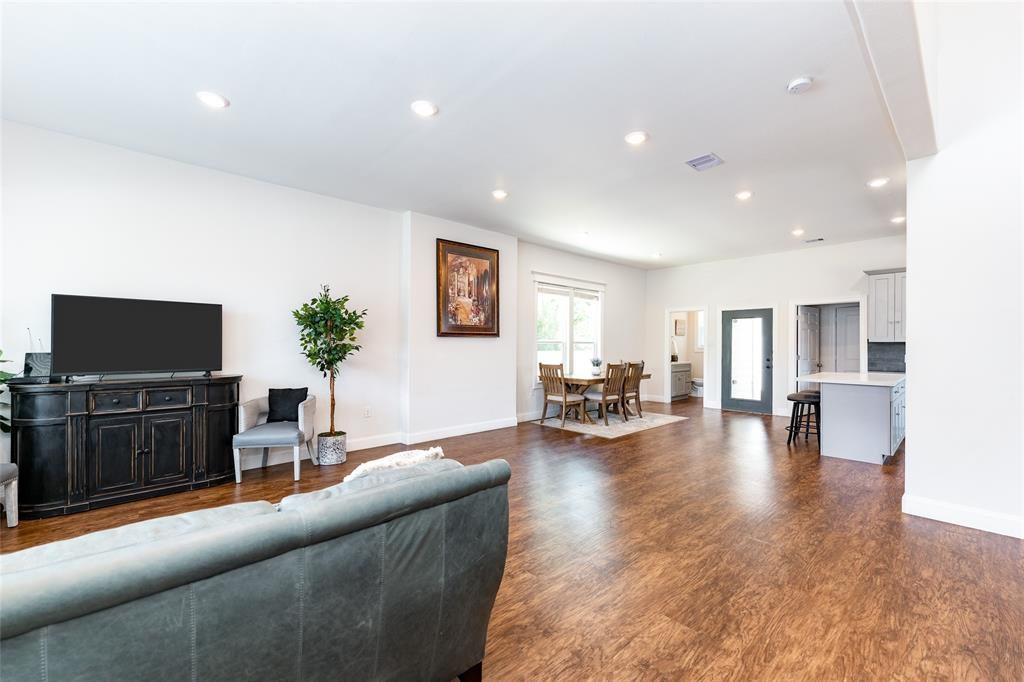 A view of the open floorplan.