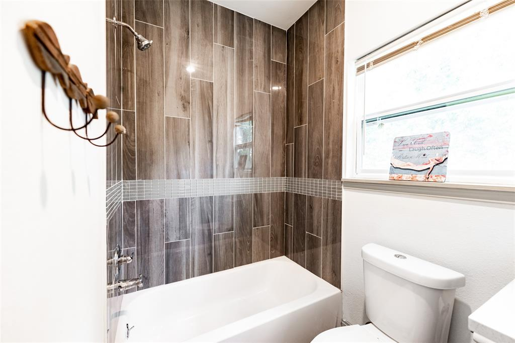 Full bathroom located in the hall near the two secondary bedrooms.