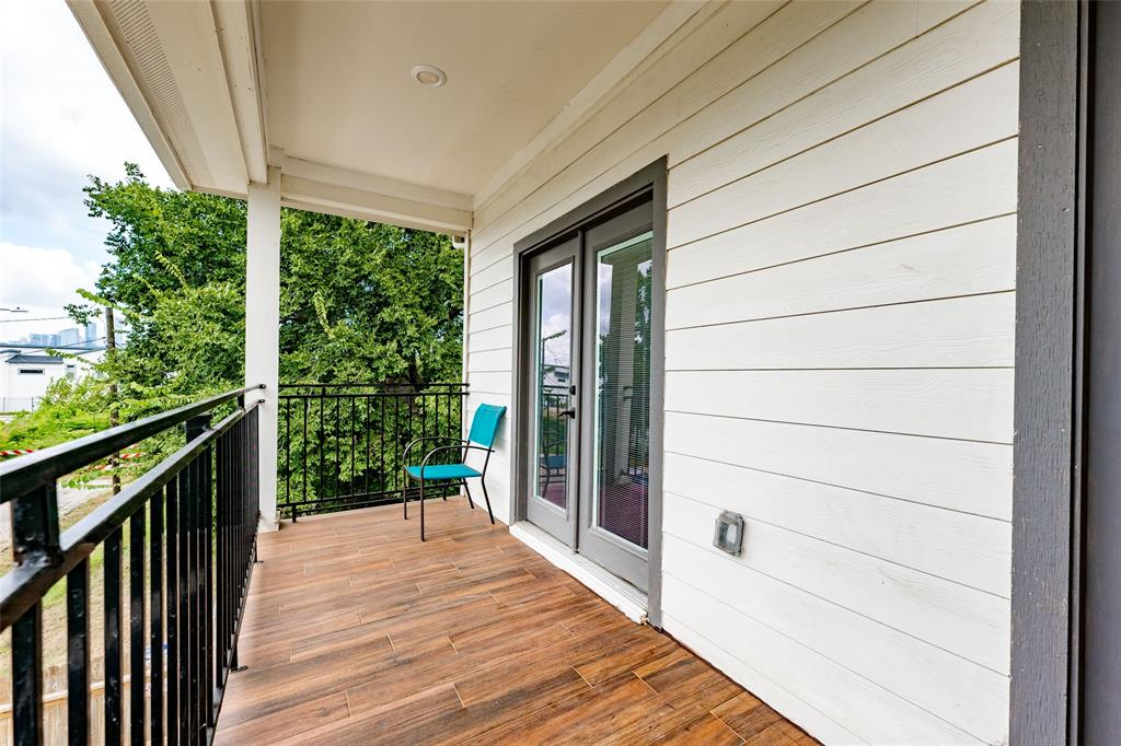 Sit on this balcony and enjoy the views of Downtown!